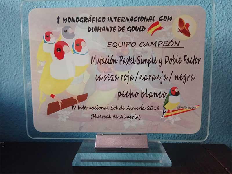 placa-diamante-gould-mutacion-pastel-simple-doble-factor-cabeza-roja-naranja-negra-pecho-blanco-equipos